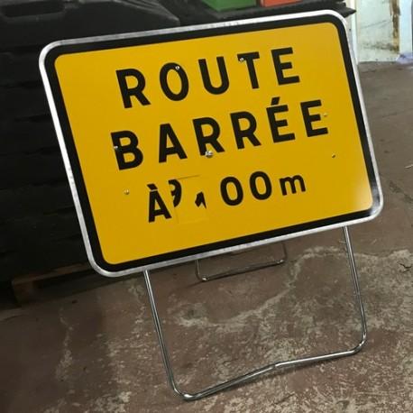 Signalisation temporaire d'approche route barrée avec disque
