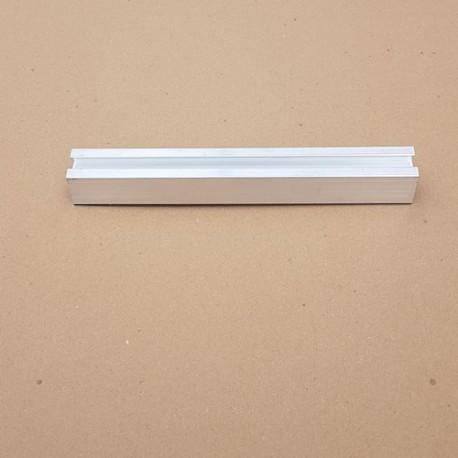 Profils en aluminium pour fixation